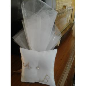 Μπομπονιέρα γάμου μαξιλάρι μονογράμματα